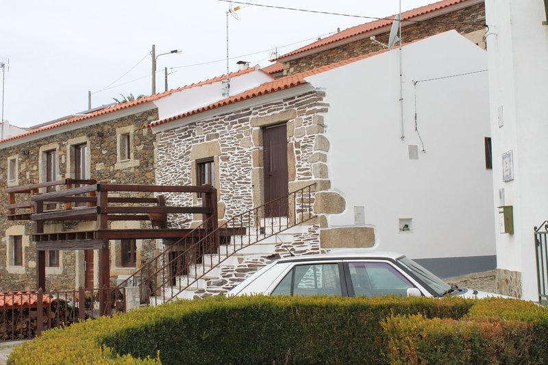Nice apartment with mountain view, Ferienwohnung in Benquerenca
