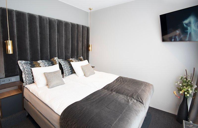 B14 Luxury room, private bath, down town #5, location de vacances à Seltjarnarnes