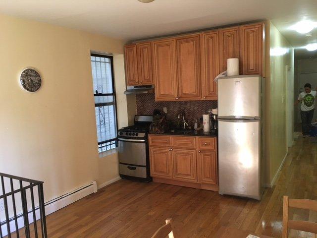 Spacious 3br Duplex On Bushwick Ave 25 Minutes to Manhattan +Outdoor Space, casa vacanza a Ridgewood