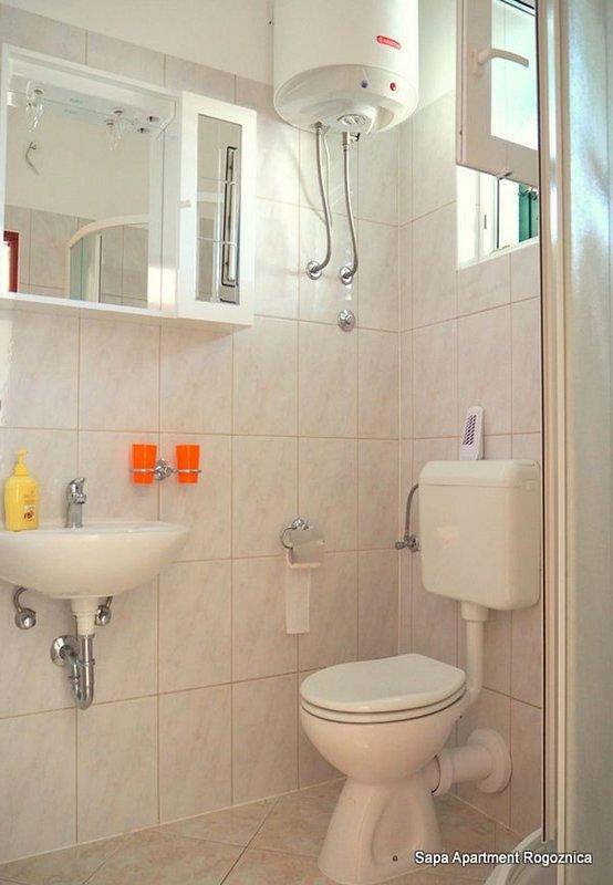 A1 (4 + 1): baño con inodoro.