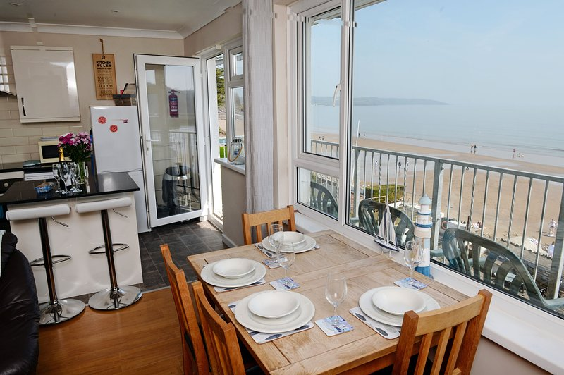 Sea Front Apartment with Unrivalled Sea Views, vacation rental in Saundersfoot