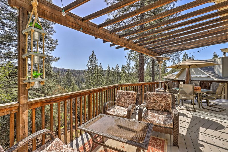 The cabin features a huge, furnished deck with beautiful views!