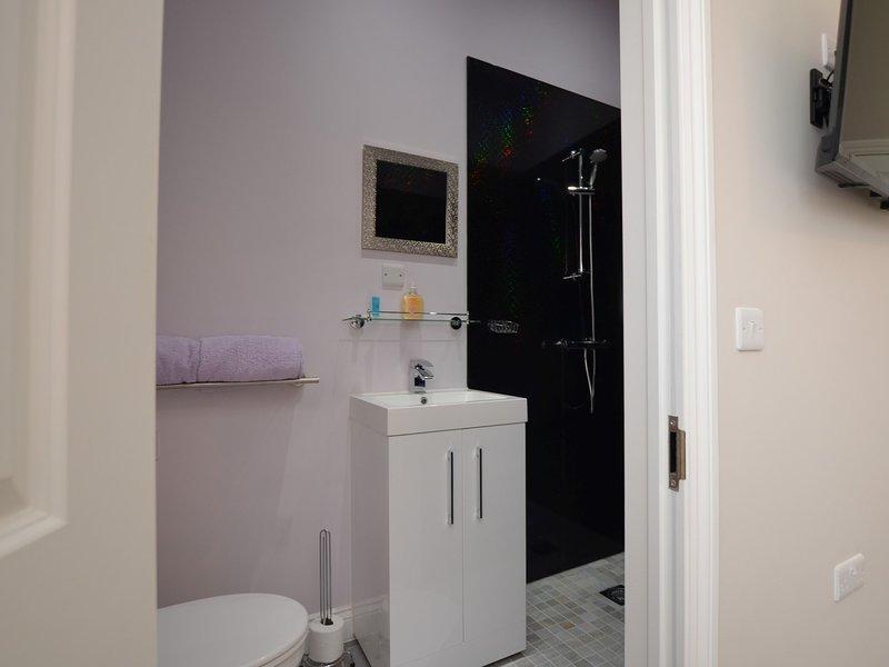 Tulip Room en-suite shower room
