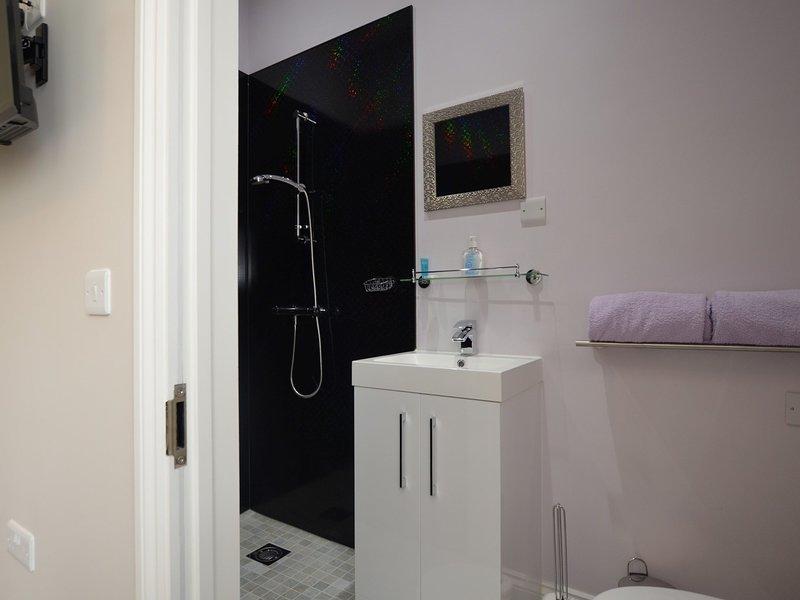 Sunflower Room en-suite shower room