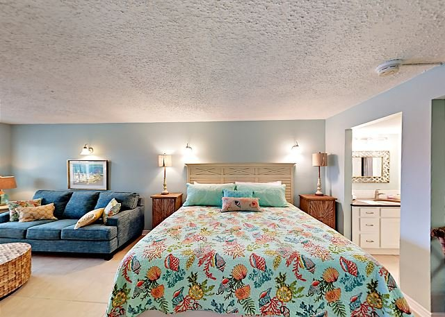 SB111: Efficiency Condo in Town, Shared Pool & Hot Tub, location de vacances à Port Aransas