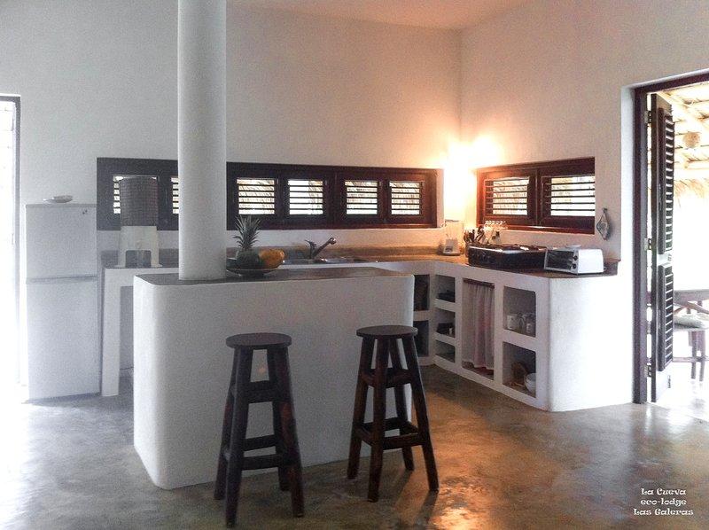 Grande cozinha na sala de estar