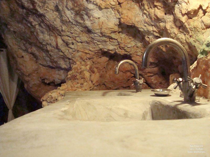 Detalhe em La Cueva ( 'The Cave) banheiro