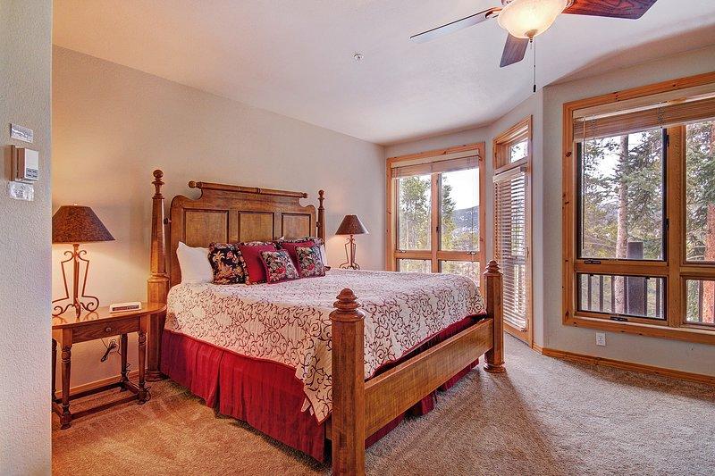 Luxuriöser König Master-Suite mit eigenem Bad und privaten Terrasse