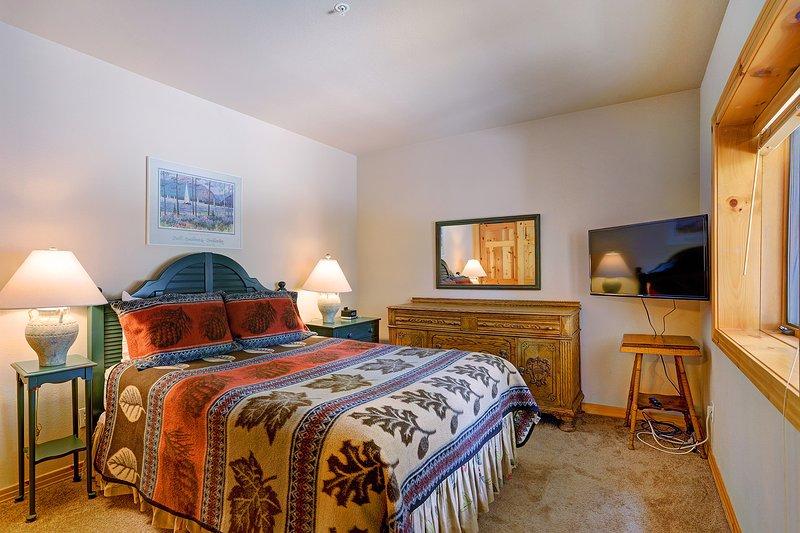 Alternative Ansicht der Königin Schlafzimmer mit Flatscreen-TV