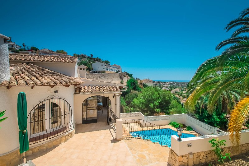 Linda - modern villa with splendid views in Benissa, location de vacances à Benissa