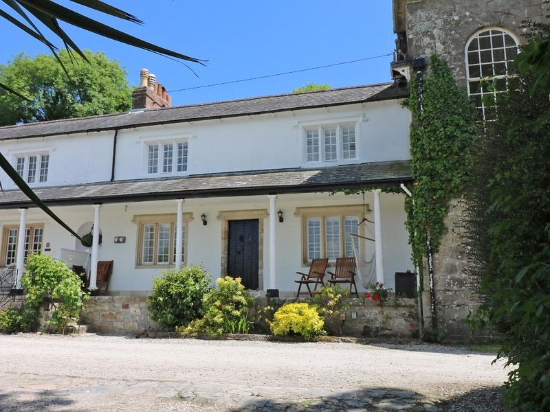 SEA CLIFF COTTAGE, sea views, woodburning stove, pet welcome, Ref 959971, holiday rental in St Austell
