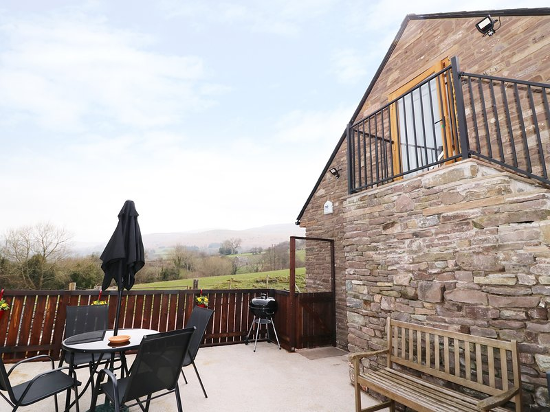 HAULFRYN, open-plan, mountain views, perfect for couples or a small family, in, location de vacances à Llangorse