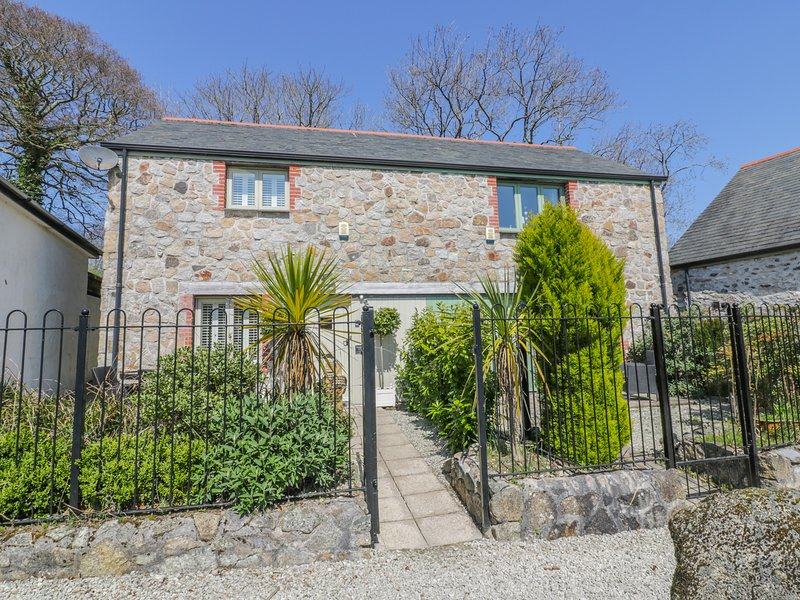 OH BUOY!, stone cottage, two bedrooms, WiFi, off road parking, garden, in, holiday rental in Charlestown