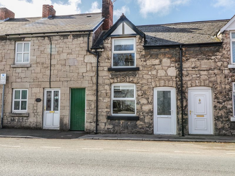 27 Borthyn, 2 bedrooms, woodburning stove, WiFi, in Ruthin, ref 974358, holiday rental in Llangynhafal