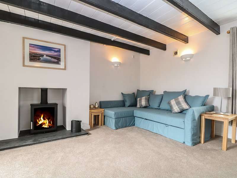 COSY COTTAGE, in St Austell, exposed beams, woodburner, Ref 973599, holiday rental in St Austell