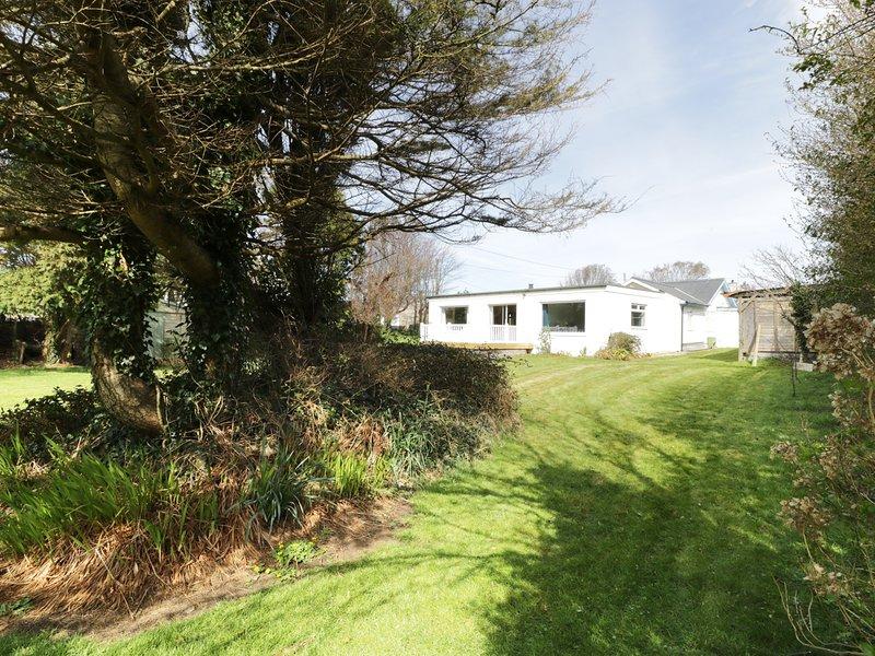 Y BERLLAN, bungalow, WIFI, pool table, Nefyn 973502, location de vacances à Boduan