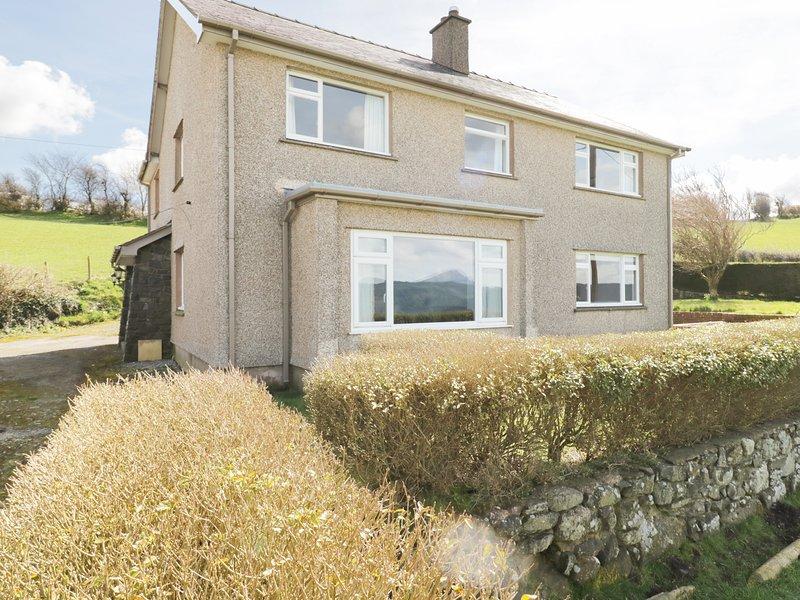 TAI CANDRYLL, idyllic views of Snowdonia, WiFi, Llanrwst 1 mile, Ref 973383, vacation rental in Llanrwst