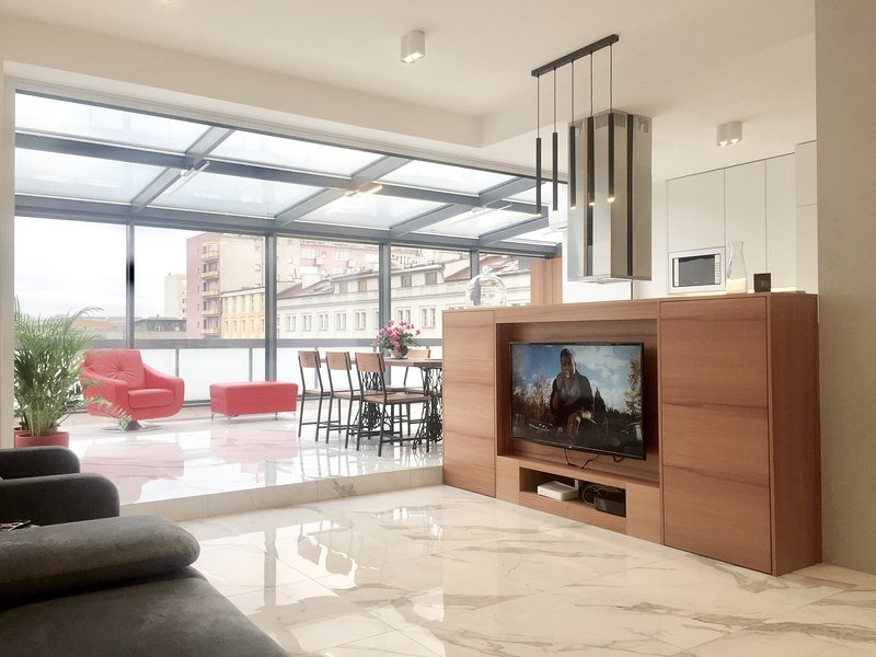 Luxury Penthouse with Glass Terrace Panoramic View City Center, vacation rental in Warsaw