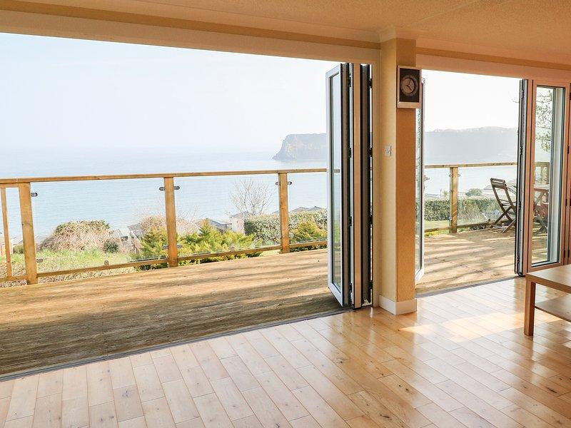 611 ATLANTIC VIEW, incredible sea views, on-site facilities, en-suite, Ref, holiday rental in Manorbier