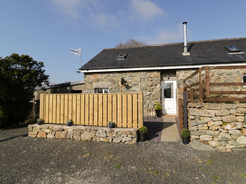 BEUDY ISAF, suited for couples, exposed beams, mezzanine, near Dolgellau, location de vacances à Tabor