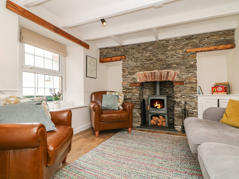 GWENT COTTAGE, close to Padstow, pets welcome, enclosed garden, open fire, ref, holiday rental in St Issey
