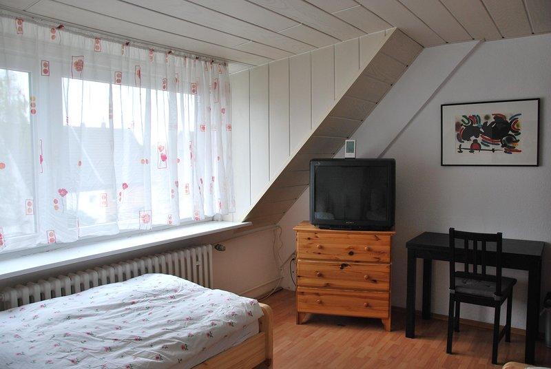 Möbliertes 2-Zimmer Appartement mit 4-Einzelbetten, zentrale Lage in Düsseldorf, holiday rental in Krefeld