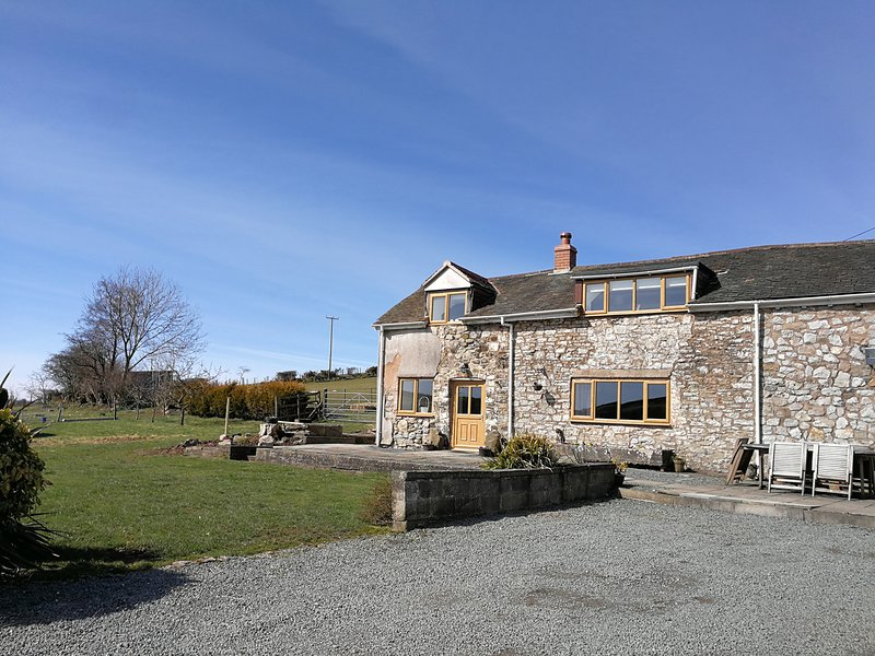 NANT-ISA, exposed beams, countryside views, near Stiperstones, Ref 957671, holiday rental in Pulverbatch