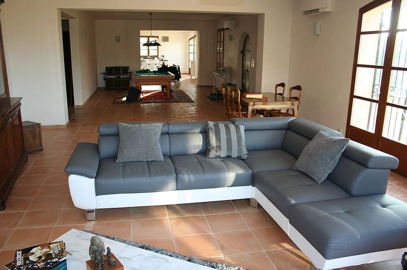 Big house with mountain view & Wifi, holiday rental in Tourtour