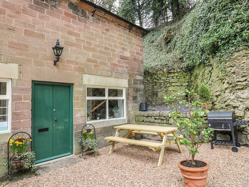 THE CARRIAGE HOUSE, listed building, open-plan, en-suites, Ref 953526, holiday rental in Matlock Bath