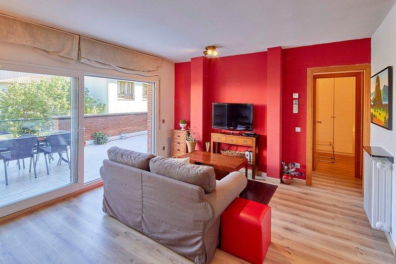 Apartamento con gran terraza - Girona, holiday rental in Cassa de la Selva