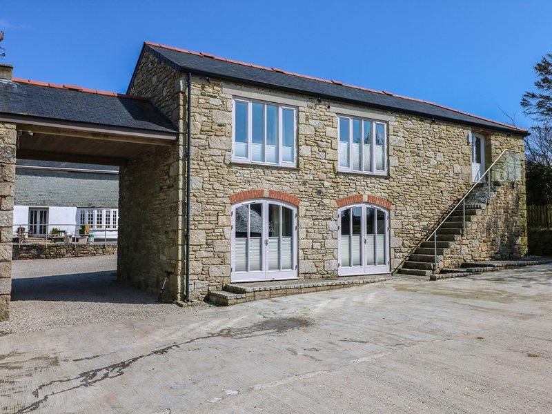 DEXTER, open-plan, barn conversion, near Falmouth, Ref 949103, location de vacances à Constantine