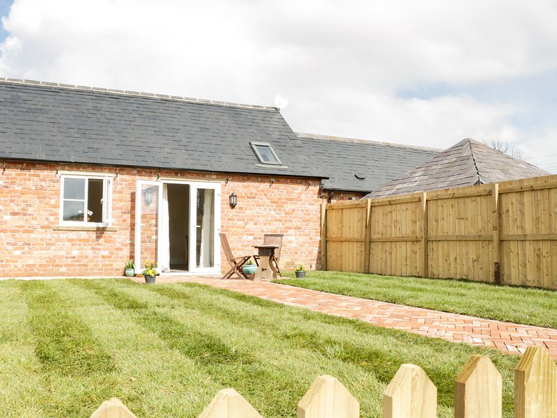 MIDDLE COTTAGE, WiFi, One pet allowed, Rural location, Ref. 945045., holiday rental in Westbury