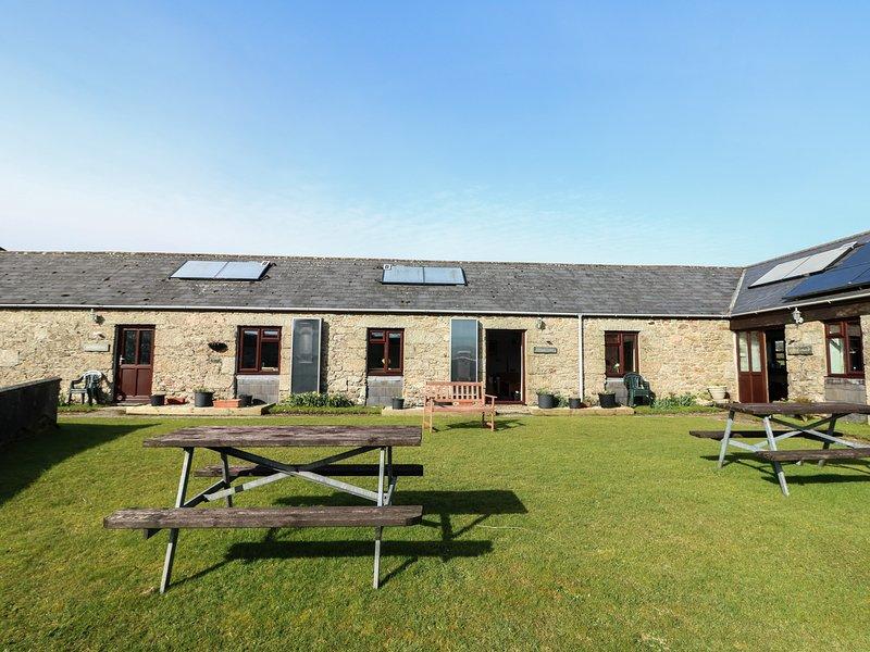 BADGERS SETT, all ground floor, countryside location, shared lawned garden, vacation rental in Lanivet