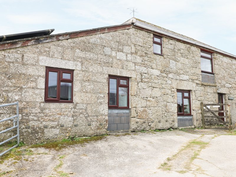 FOXES, barn conversion, shared lawned garden, off road parking, Lanivet, Ref, holiday rental in Lanivet