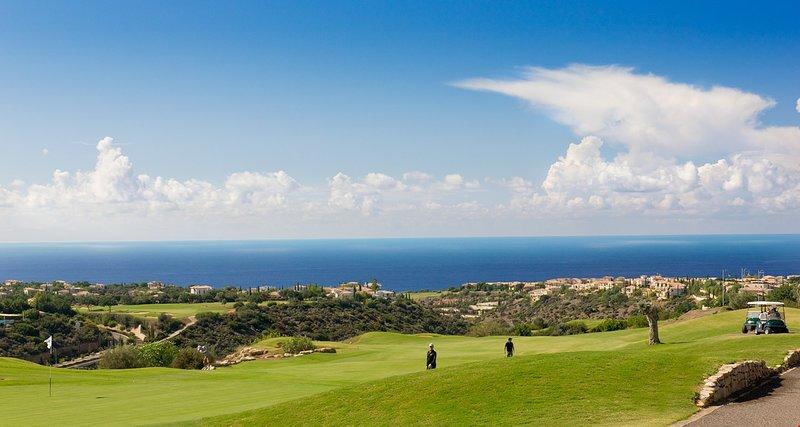 Enjoy sunny days on the golf course!