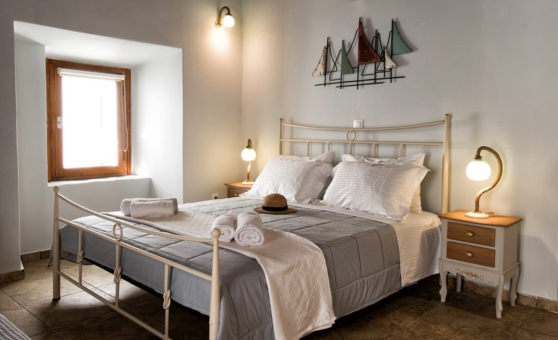 Gavrion's Nest - Perfect for families - couples, Convenient, Cosy, Relaxing, holiday rental in Andros