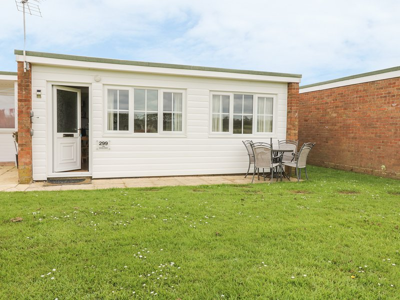 The Headlands, Chalet 299, Scurlage, holiday rental in Ormesby St. Margaret