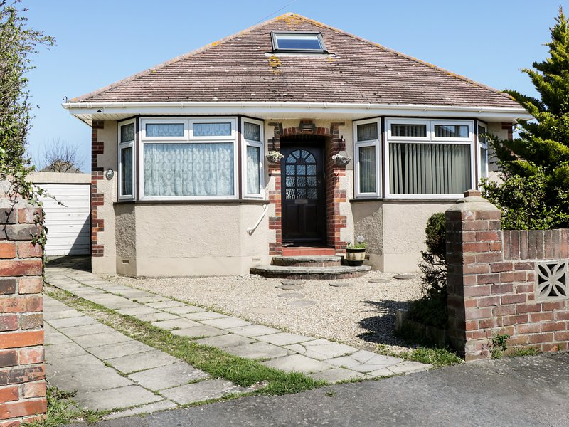 Sunny Gardens Pet Friendly With A Garden In Weymouth Ref 7688