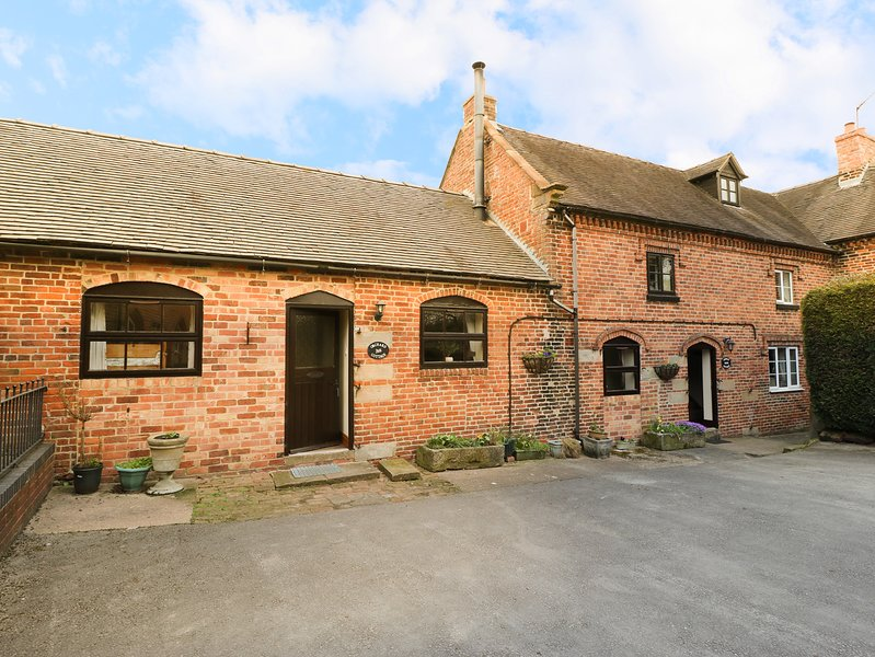 ORCHARD COTTAGE, pet friendly, character holiday cottage, with a garden in, alquiler de vacaciones en Sudbury