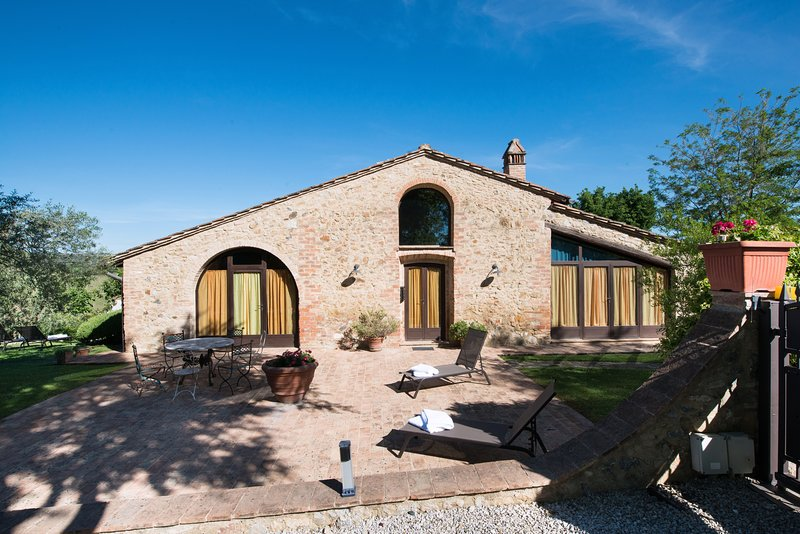 Villa La Francigena holiday villa for groups in the heart of Tuscany, holiday rental in San Gimignano