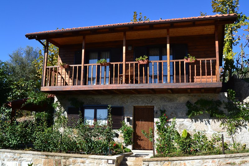 Beautiful house with mountain view, alquiler vacacional en Revelhe