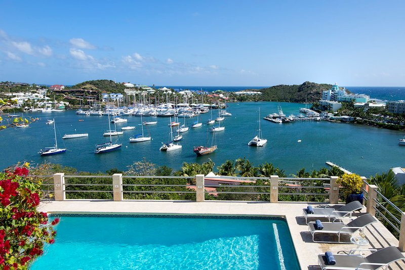 SUNRISE...Affordable 5 BR family villa within walking distance to beautiful Dawn, holiday rental in Sint Maarten