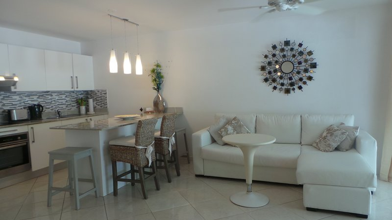 Ixora kerensa,2 BEDS,SPECIAL OFFER MAY-OCT,BOOK 3 WEEKS AND RECEIVE 20% DISCOUNT, aluguéis de temporada em Holetown