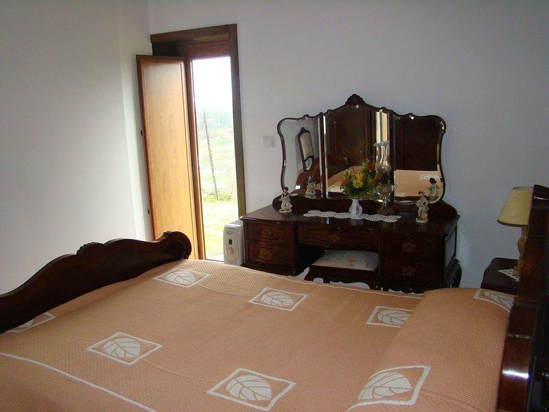 Spacious house with mountain view, location de vacances à Resende