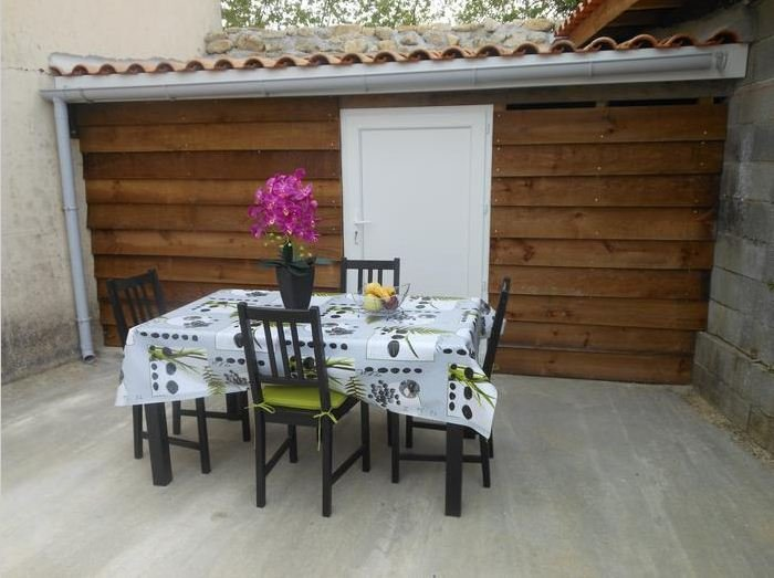 Nice apartment with terrace & Wifi, holiday rental in Cartelegue