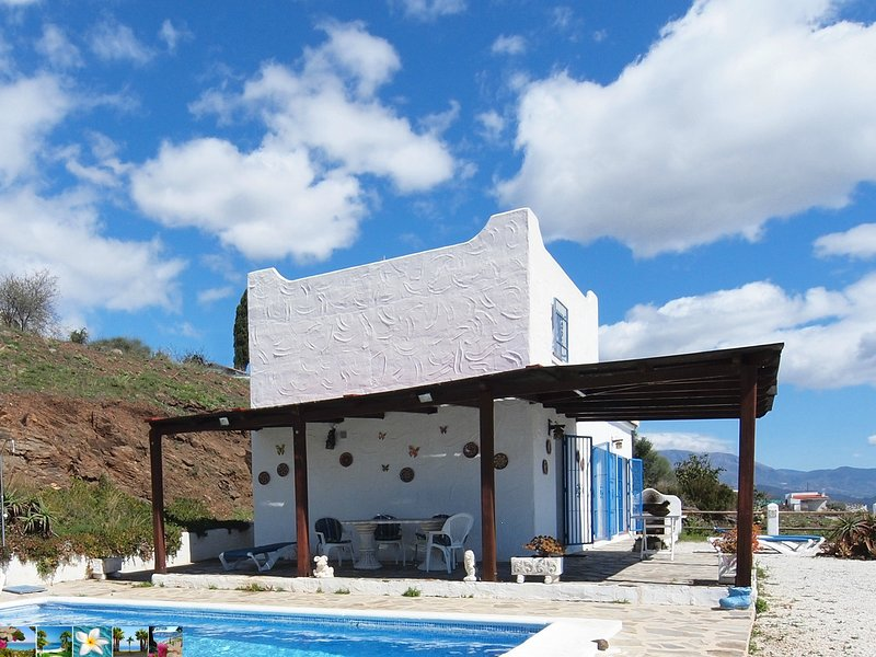 the private pool has 7.5 x 4.5 meters