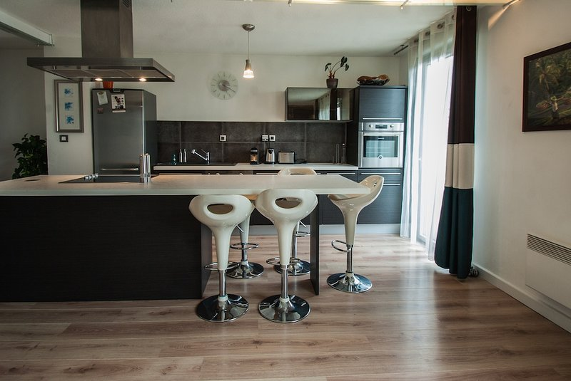 FLAMBERE - 80m2 - 2 chambres + parking + terrasse, location de vacances à Beauzelle