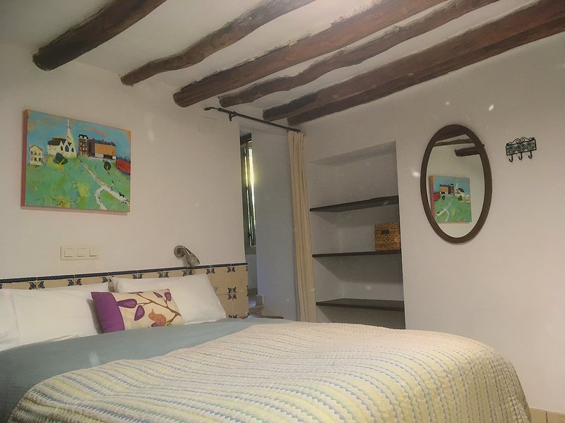 Almond room. Double ensuite with adjoining Fig for 2 young children. A/C