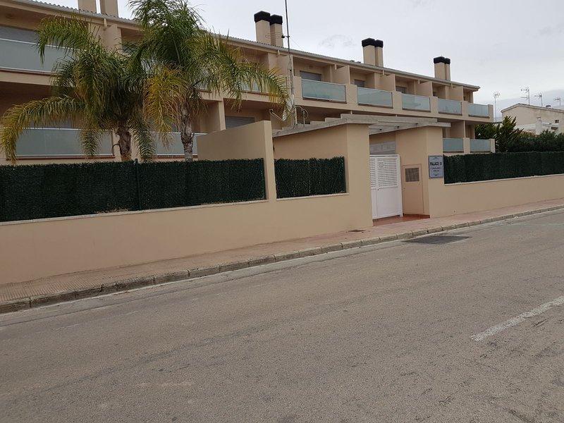 Espectacular Adosado en la Mejor Playa de Oliva (Valencia-Alicante), holiday rental in Oliva