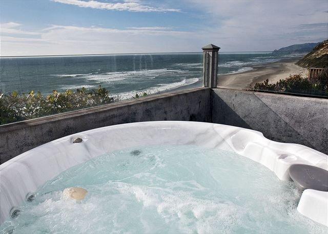 Brandneuer Whirlpool mit Blick auf den Ozean!